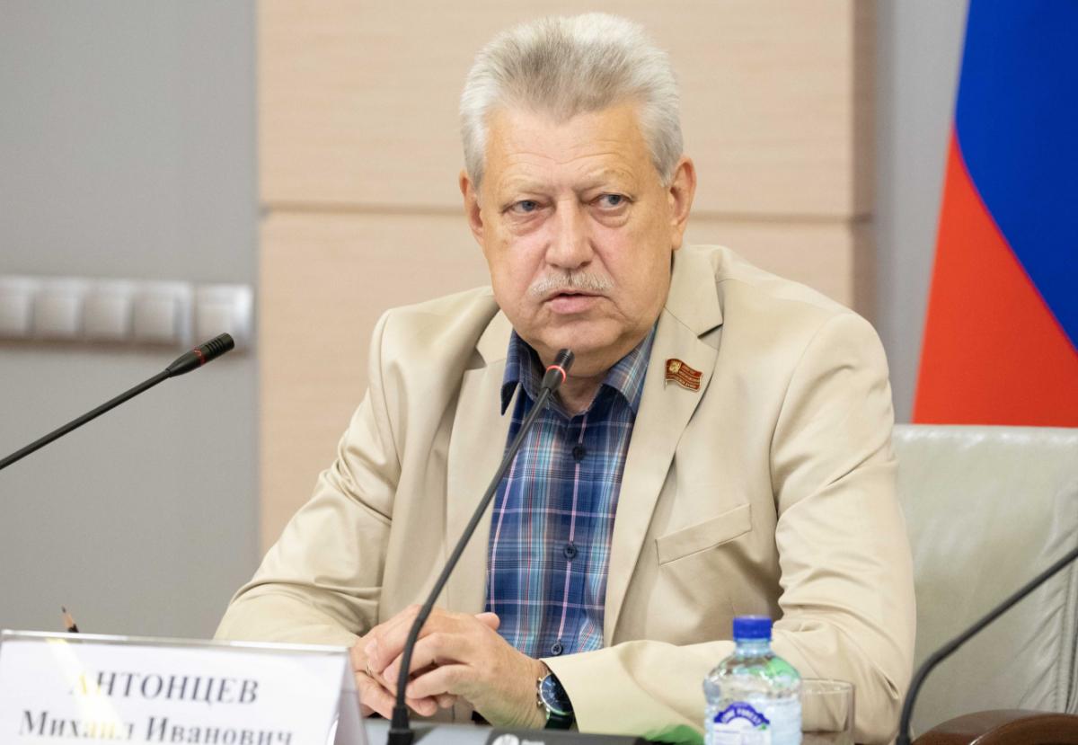 Михаил Антонцев прокомментировал отказ молодых людей идти на госслужбу